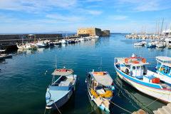 Los barcos de pesca griegos tradicionales Fotografía de archivo libre de regalías
