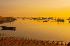 Los barcos del Balinese en Sanur varan por la mañana en el amanecer, Bali, Indonesia Fotografía de archivo libre de regalías