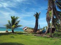 Los barcos en la playa apuntalan la isla de maíz grande, Nicaragua, America Central Imagen de archivo