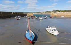 Los barcos en St Michaels Mount abrigan Cornualles Inglaterra Reino Unido fotografía de archivo