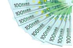 Los billetes de banco del euro 100 están situados alrededor como fan Imágenes de archivo libres de regalías