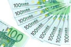 Los billetes de banco del euro 100 se localizan alrededor Imagenes de archivo