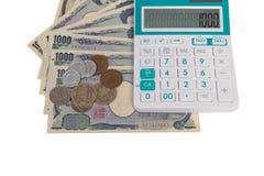 los billetes de banco japoneses de los yenes de la moneda con los yenes japoneses acuñan y caloría Foto de archivo