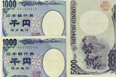 Los billetes de banco de la moneda se separaron a través de yenes japoneses del marco en la diversa denominación imagen de archivo libre de regalías
