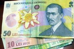 Los billetes de banco rumanos, a pesar de ser en Europa todavía utilizan su propio dinero fotografía de archivo libre de regalías