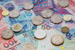 Los billetes de banco y las monedas de Hong Kong están en la circulación Imagen de archivo libre de regalías