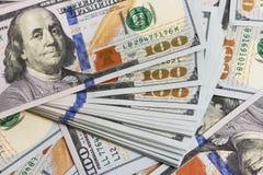 Los billetes de dólar del fondo se cierran para arriba Imagenes de archivo