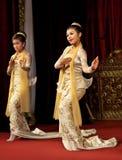 Los birmanos bailan, Myanmar Foto de archivo libre de regalías