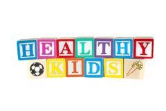 Los bloques de madera coloridos deletrean a niños sanos Imágenes de archivo libres de regalías