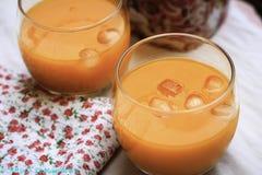 Los bocados diarios sanos sabrosos de la comida del jugo del mango comen Imágenes de archivo libres de regalías