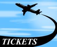 Los boletos de los vuelos indican el transporte y el avión de los aviones Foto de archivo libre de regalías