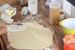 Los bordes de la pasta se cortan Fotografía de archivo