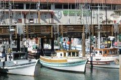 Los botes pequeños están esperando su hora feliz Foto de archivo libre de regalías