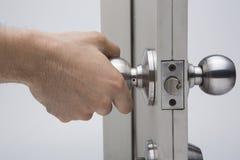 Los botones de puerta, fondo de aluminio del blanco de la puerta Imágenes de archivo libres de regalías