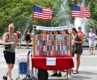 Los botones para la resistencia se colocan en Washington Square en Lower Manhattan Fotos de archivo