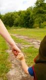 los brazos miman e hijo Imágenes de archivo libres de regalías