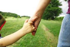 los brazos miman e hijo Fotos de archivo libres de regalías