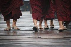 Los budistas están caminando Imagen de archivo