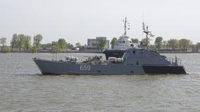 Los buques de guerra que llegaron el desfile en honor del siglo Imagen de archivo libre de regalías