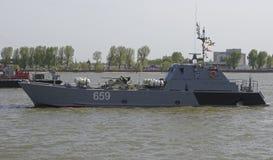 Los buques de guerra que llegaron el desfile en honor del siglo Imágenes de archivo libres de regalías