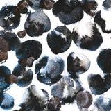 Los círculos de la tinta negra y los puntos asimétricos de la pintura fluyen Fondo monocromático con textura artística Fotografía de archivo