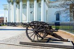 Los cañones viejos en St Petersburg Imagen de archivo libre de regalías