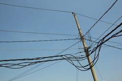 Los cables de transmisión son caóticos Imagen de archivo libre de regalías