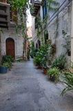 Los callejones de Monreale foto de archivo
