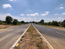 Los caminos abiertos foto de archivo