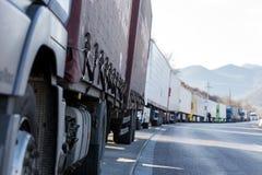 Los camiones internacionales del transporte se bloquean de la frontera Imagen de archivo
