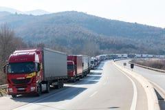 Los camiones internacionales del transporte se bloquean de la frontera Imágenes de archivo libres de regalías