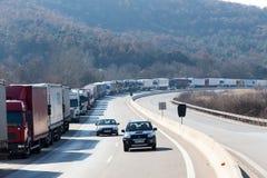 Los camiones internacionales del transporte se bloquean de la frontera Fotos de archivo