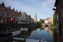Los canales de Brujas en la madrugada Fotos de archivo