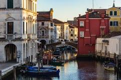 Los canales y la ciudad vieja en Chioggia, Italia Imágenes de archivo libres de regalías