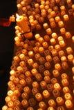 Los candels con las llamas en la catedral Fotos de archivo libres de regalías
