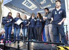 Los cantantes nacionales de la salud cantan en Rally de los doctores Imagenes de archivo