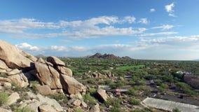 Los cantos rodados aéreos de Arizona vuelan al costado metrajes