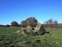 Los cantos rodados en un campo en Haverah parquean, Beckwithshaw, Yorkshire, Reino Unido Imagen de archivo
