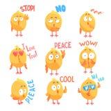 Los caracteres cómicos de los pollos de la historieta linda con diversas emociones y frases fijaron de ejemplos del vector libre illustration