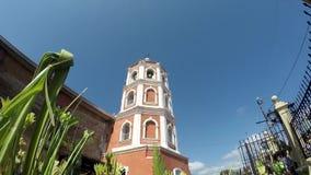 Los católicos agitan hojas de palma del coco para celebrar Ramos Domingo