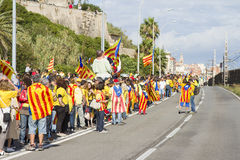 Los catalanes hicieron una cadena del ser humano de la independencia de 400 kilómetros Imágenes de archivo libres de regalías