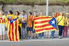 Los catalanes hicieron una cadena del ser humano de la independencia de 400 kilómetros Fotos de archivo libres de regalías