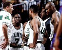 Los Celtics miden el tiempo hacia fuera Imagenes de archivo