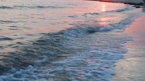 Los centros turísticos o la playa de playas vacations la idea - puesta del sol hermosa de la puesta del sol en el mar metrajes
