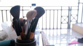 Los cepillos del cosmético para la mujer o componen Fotos de archivo