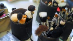 Los cepillos del maquillaje están en la tabla metrajes