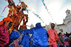 Los cerdos adornaron con las frutas, bebidas espirituosas, banderas y Imagenes de archivo