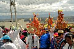 Los cerdos adornaron con las frutas, bebidas espirituosas, banderas y Foto de archivo libre de regalías