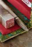 Los chinos aplican con brocha y sellan Foto de archivo