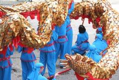 Los chinos Dragón-Bailan Imagen de archivo